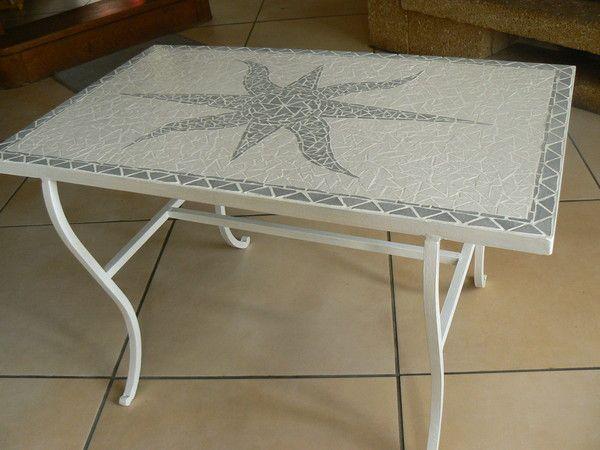 Table basse blanche et grise